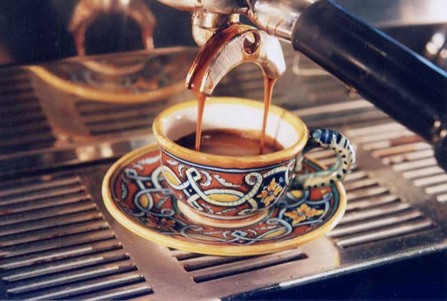 el buen sabor del café en un café....